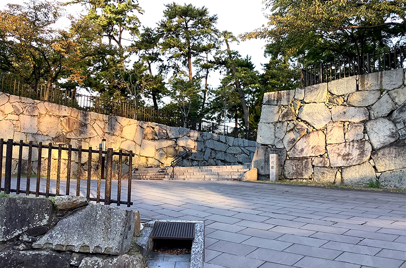 小倉城槻門