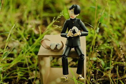 ツバキアキラが撮った、figma、R・田中一郎。幸せそうに、おにぎりを食べている、あ~るくん。