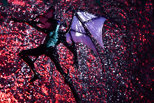 ツバキアキラが撮った、韮沢靖さんデザインのヴァリアブルアクションヒーローズ デビルマン Ver.Nirasawa2016。飛翔するデビルマン。
