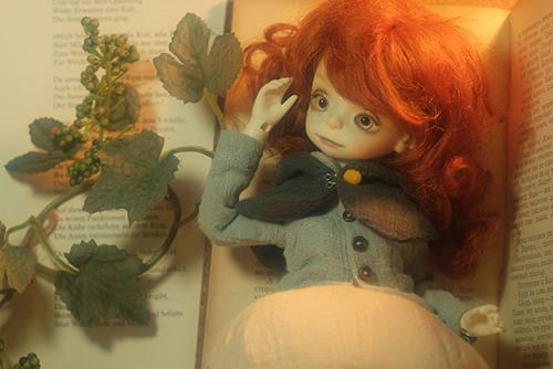 DOLLZONE・Pumpkinのクルル。お部屋の中にアンティークな空間を作って、撮影しました。