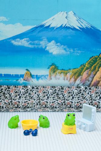 ツバキアキラが撮った、エポック社、かえる銭湯 カプセルコレクション。