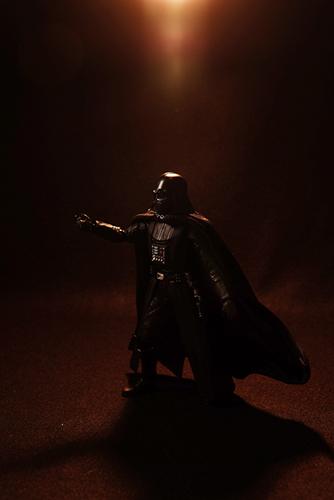 ツバキアキラが撮った、S.H.フィギュアーツのダース・ベイダー。フォースを使うベイダー卿。