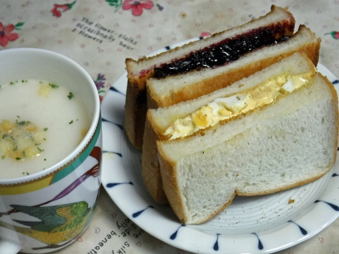 ブログ  卵サンドとブレブリ―サンド.jpg