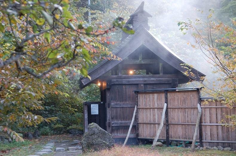 新しい湯小屋.jpg