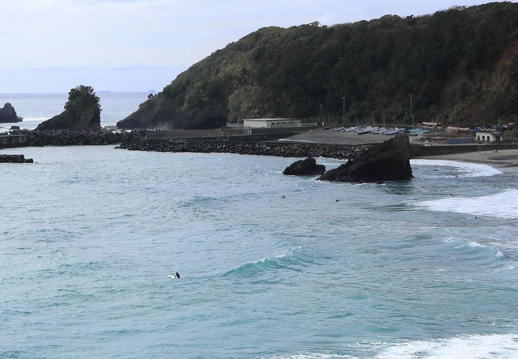 ブログ 浜ではサーフィン.jpg