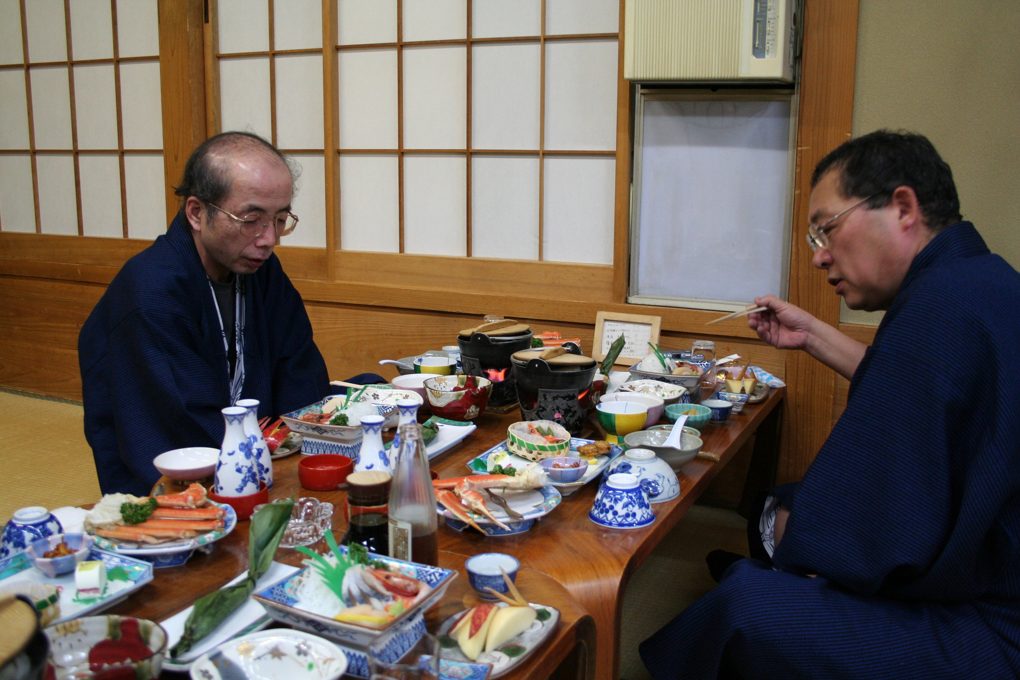 仲間と夕食.jpg