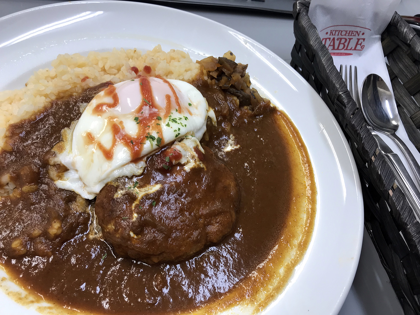 夕食20191210 キッチン・ターブル ハンバーグカレー 出前