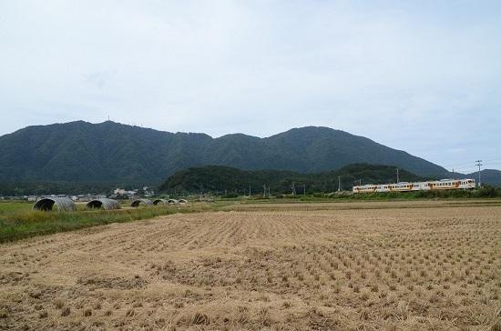 2019年9月21日撮影 弥彦山をバックに115系N33編成