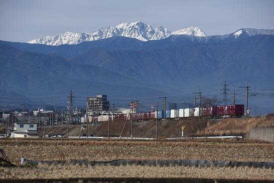 2019年12月21日撮影 東線貨物2083レ バックに前穂高岳