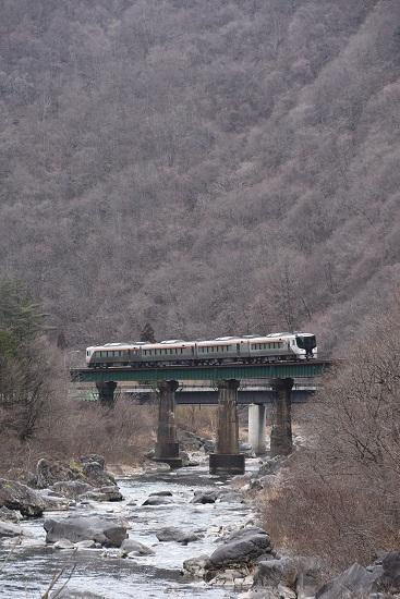 2020年2月23日撮影 高山本線 HC85系試運転 鉄橋を行く