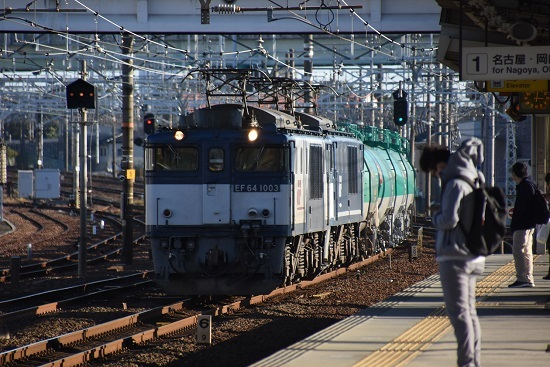 2019年11月15日 清洲駅にて西線貨物8084レ EF64-1003+1049号機