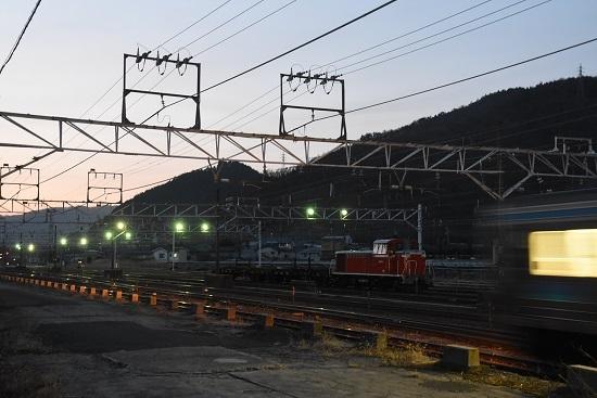 2020年2月25日撮影 塩尻大門にて DD16-11号機と211系の灯り