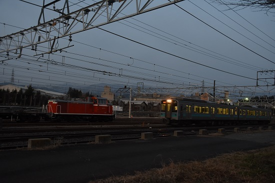 2020年2月25日撮影 塩尻大門にて DD16-11号機と辰野線E127系