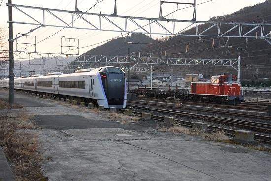 2020年2月25日撮影 塩尻大門にて DD16-11号機とE353系あずさ
