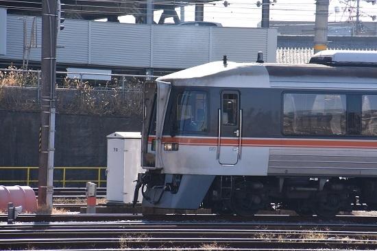 2019年12月29日撮影 名古屋車両区より発車するキハ85