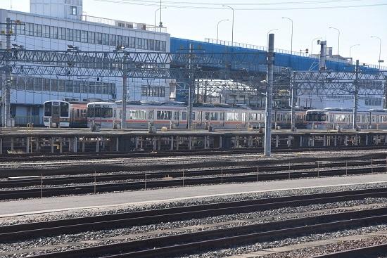 2019年12月29日撮影 名古屋車両区に止まる211系、313系、キハ25系