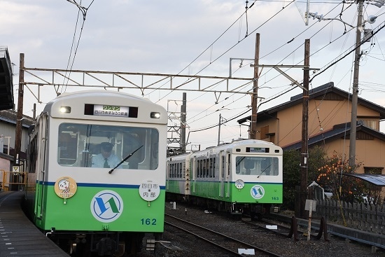 2019年11月17日撮影 イルミネーション列車とシースルー列車