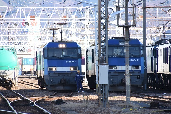 2019年12月31日撮影 南松本にて東線貨物2080レ 機回し前