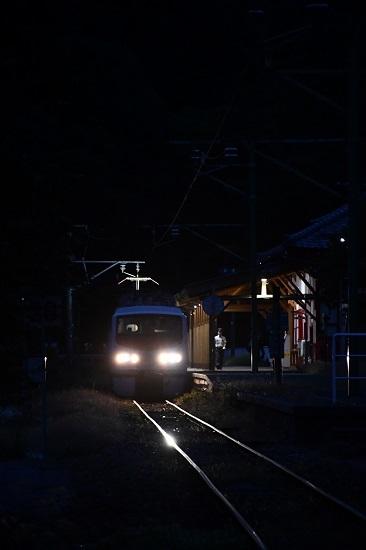 2019年9月21日撮影 弥彦駅に止まるEast-i E