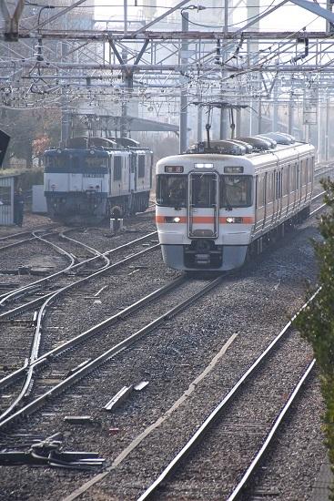 2020年1月3日撮影 南松本にて西線貨物8084レ 機回し 313系退避