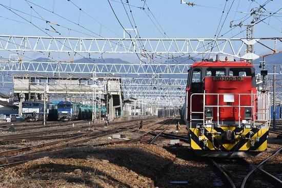 2020年1月3日撮影 南松本にて2080レと8084レの並びを踏切から
