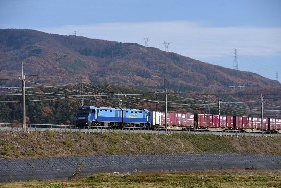 2019年11月19日撮影 東線貨物2083レ EH200-3号機 紅葉の山と