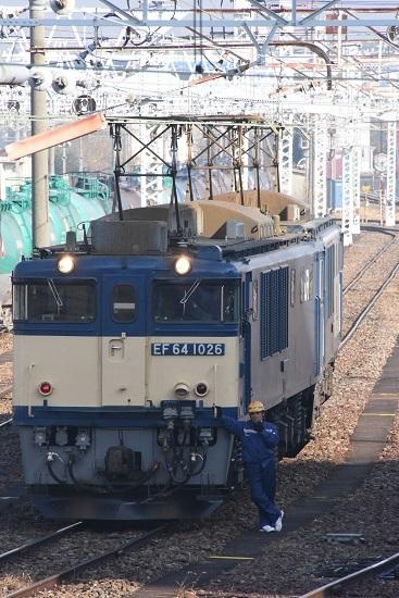 2019年11月23日撮影 南松本にて、発車を待つ誘導員さんのポーズ