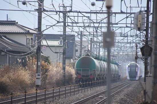 2019年11月23日撮影 東線貨物2080レとあずさのすれ違い