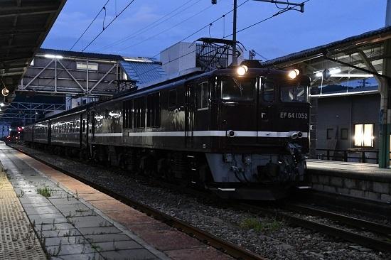 2019年10月3日撮影 辰野駅にてEF64-1058号機と旧客