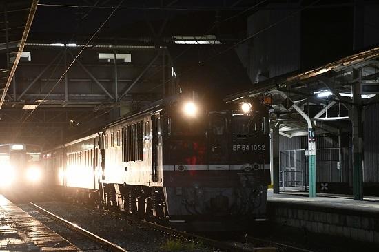 2019年10月3日撮影 辰野駅にてEF64-1052号機と飯田線213系