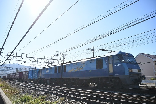 2019年11月6日撮影 東線貨物2083レ EH200-14号機ピカッ!と