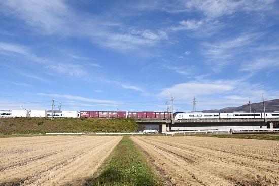 2019年11月117日撮影 東線貨物2083レと16M E353系あずさとコンテナ