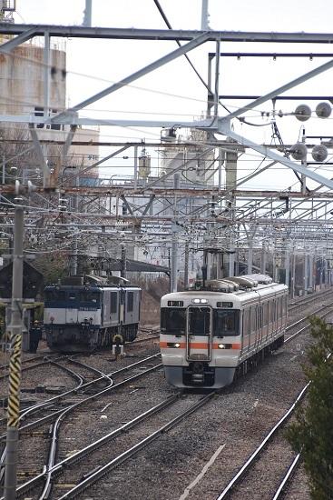 2020年2月8日撮影 南松本にて西線貨物8084レ機回し 313系1700番台退避