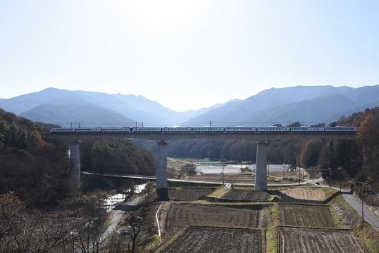 2019年11月30日撮影 立場川鉄橋を行くE353系あずさ