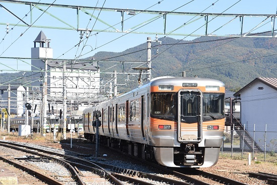 2019年11月9日撮影 伊那松島運輸区へ入線の313系8000番台