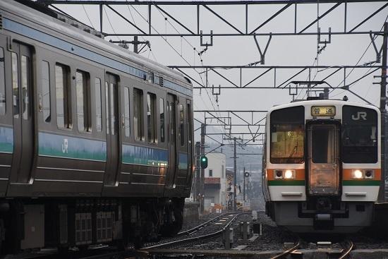 2020年2月16日撮影 飯田線は北殿駅にて213系と211系