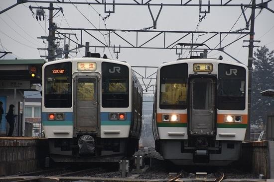 2020年2月16日撮影 飯田線は北殿駅にて213系と211系の並び