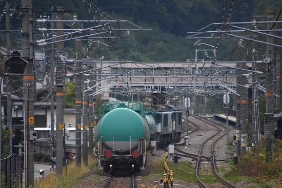 2019年10月18日撮影 8883レ 奈良井駅2番線へと