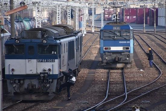 2019年12月21日撮影 東線貨物2080レ メモを読む傍らで