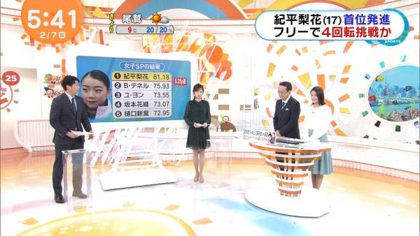 井上清華のニット乳&久慈暁子のミニスカ太もも! (8)