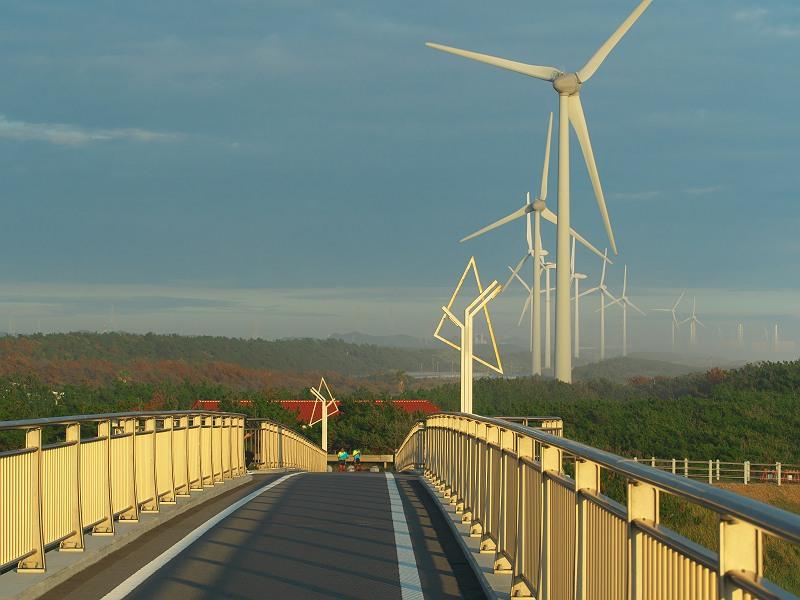 橋と風車の風景