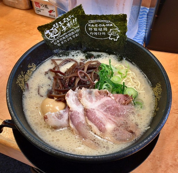 617px-HakataFuryu_Tonkotsu-ramen.jpg