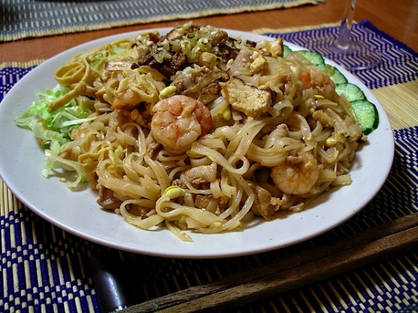 640px-Yaki_bihun_(fried_rice_vermicelli).jpg
