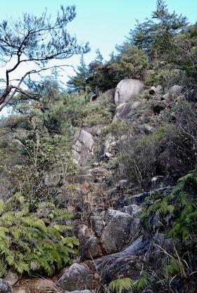 狛坂磨崖仏2