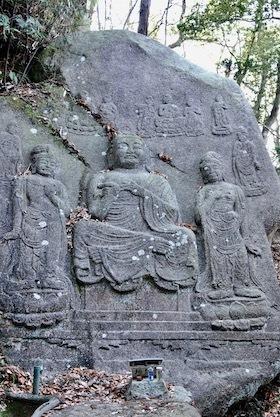 狛坂磨崖仏4