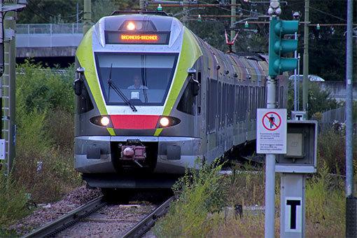 メラーノ・マイア・バッサ駅へ入線する列車