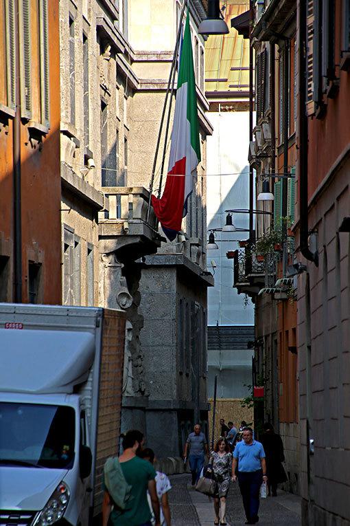 カルミネ通り イタリア国旗