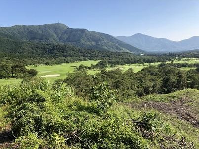 金時山とゴルフ場