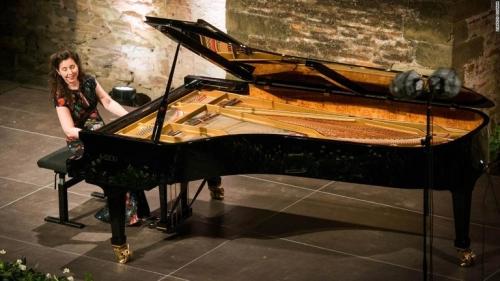 200211115124-01-angela-hewitt-piano-super-169.jpg