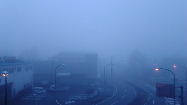 霧の朝20191030